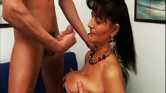 Matura scopata da stallone italiano Italian mature fucked by stallion