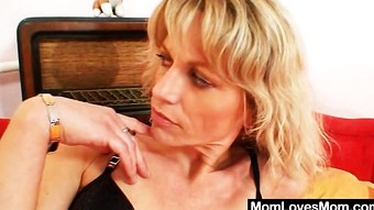 Mind-blowing lesbian amateur mamas toying each other