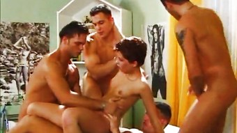 Cute Retrobabe Gangbang